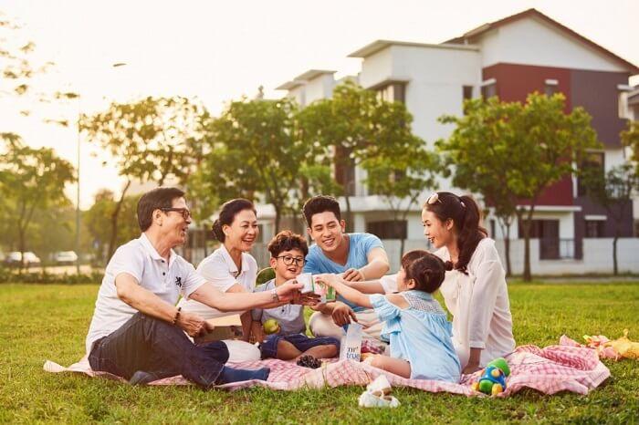 Hộ gia đình có thể được hiểu là tập hợp nhóm người cùng chung sống với nhau trên cơ sở mối quan hệ đặc biệt