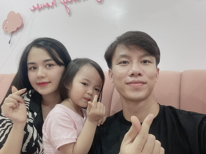 Hình ảnh mới nhất về gia đình nhỏ được Quế Ngọc Hải chia sẻ trên trang cá nhân Facebook